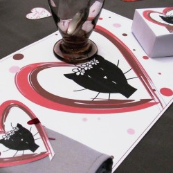 Set de table elle Saint-Valentin, motif madama chat dans un coeur, Tribu de chats, mise en situation