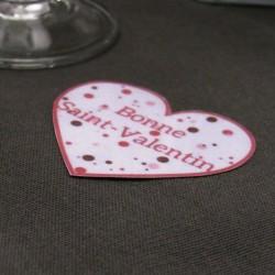 3 confetti de table coeurs de Saint-Valentin, motif patte de chat dans un coeur et textes, Tribu de chats, mise en situation 1