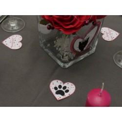 3 confetti de table coeurs de Saint-Valentin, motif patte de chat dans un coeur et textes, Tribu de chats, mise en situation