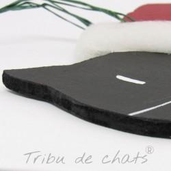 Suspension de Noël en bois à accrocher dans le sapin chat avec bonnet de Père Noël, détail Tribu de chats