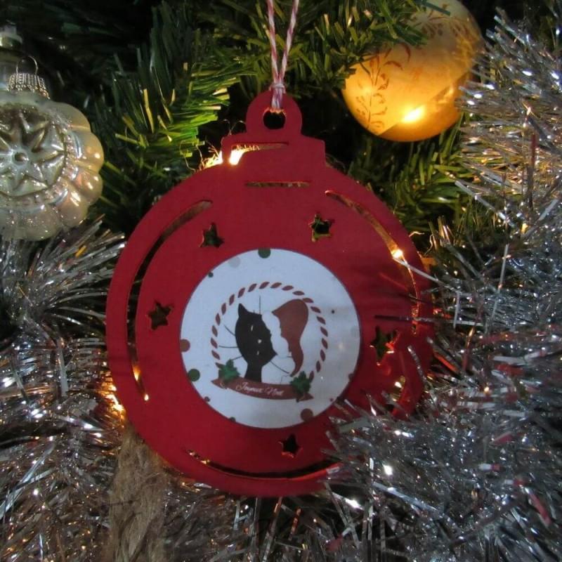 Boule de Noël en bois à accrocher dans le sapin, chat avec bonnet de Père Noël, Tribu de chats