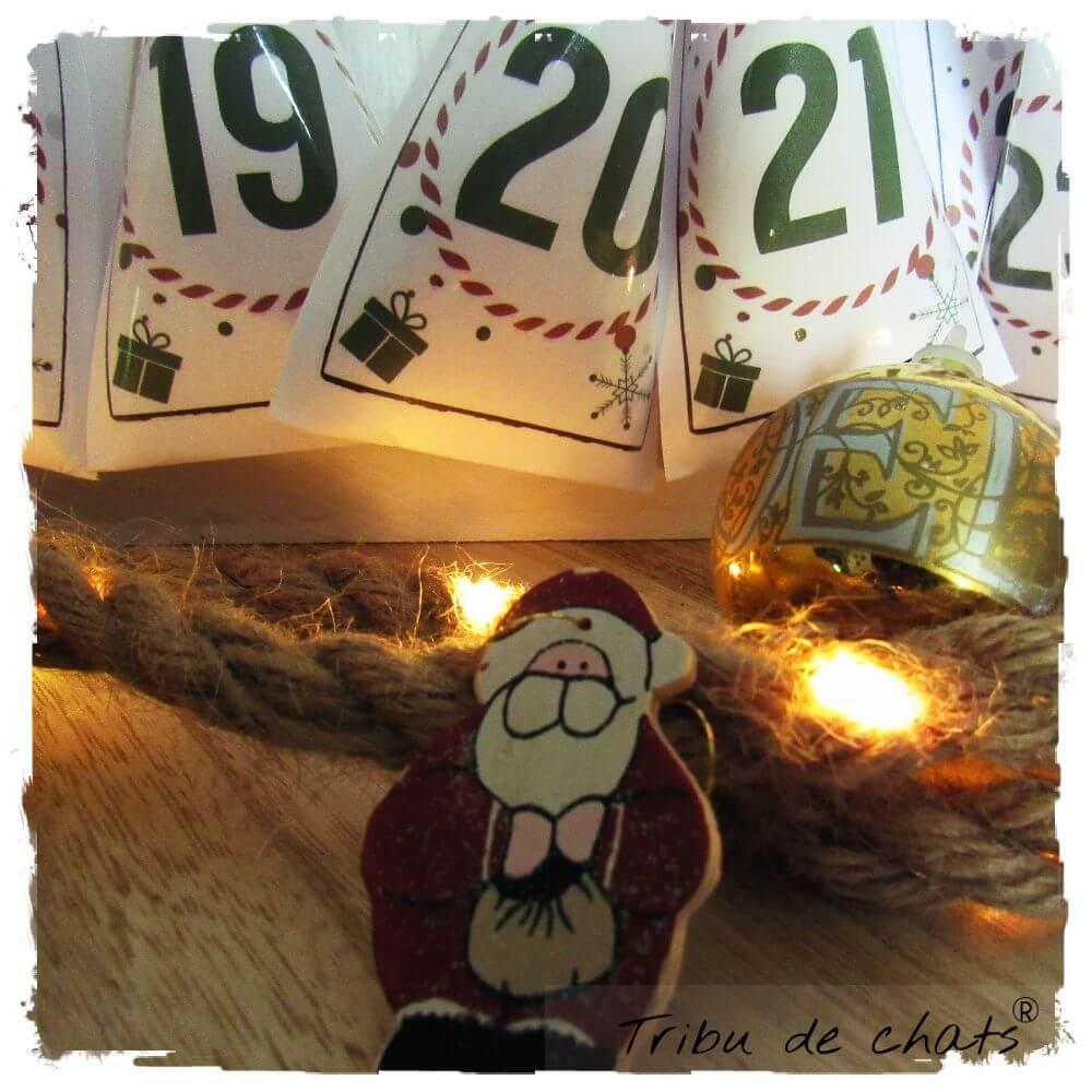 Calendrier de lavent chat, calendrier bois réutilisable, détail pochettes cadeaux, Tribu de chats